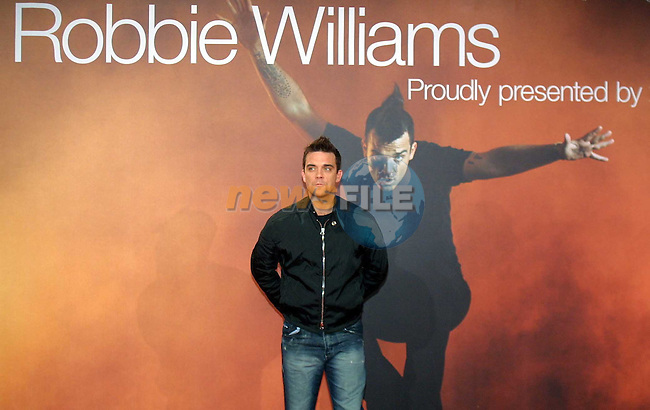 Robbie Williams British Embassy Berlin..European tour launch dates 18/11/02  and new album Escapology is released...pic Paul Nicholls/ Newsfile..This Picture is sent to you by:..Newsfile Ltd.The View, Millmount Abbey, Drogheda, Co Louth, Ireland..Tel: +353419871240.Fax: +353419871260.GSM: +353862500958.ISDN: +353419871010.email: pictures@newsfile.ie.www.newsfile.ie