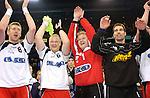Handball Herren 1.Bundesliga 2002/2003 Color Line Arena Hamburg (Germany) HSV Hamburg - THW Kiel (30:29) Jubel, Freude ueber den Sieg beim HSV von links nach rechts: Joakim Agren, Peter Moeller, Goran Stojanovic und Thomas Svensson