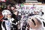 Stockholm 2015-11-18 Bandy Elitserien Hammarby IF - Sandvikens AIK :  <br /> Sandvikens tr&auml;nare Anders Jakobsson i aktion under en timeout under matchen mellan Hammarby IF och Sandvikens AIK <br /> (Foto: Kenta J&ouml;nsson) Nyckelord:  Elitserien Bandy Zinkensdamms IP Zinkensdamm Zinken Hammarby Bajen HIF Sandviken SAIK tr&auml;nare manager coach