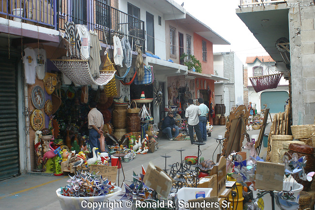 VENDORS SELLING GOODS IN TIJUANA