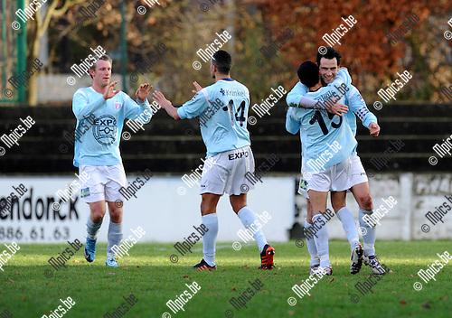 2010-12-12 / Voetbal / seizoen 2010-2011 / Willebroek-Meerhof - Londerzeel / Steven Hilaerts (r) scoorde de 0-2 voor Londerzeel..Foto: Mpics