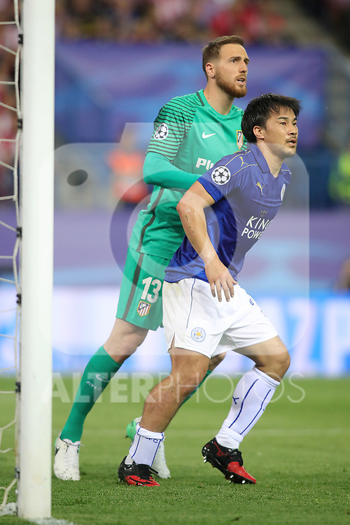 Atletico de Madrid's Jan Oblak (l) and Leicester City FC's Shinji Okazaki during Champions League 2016/2017 Quarter-finals 1st leg match. April 12,2017. (ALTERPHOTOS/Acero)