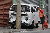 SAO PAULO, SP, 26/03/2012, ATROPELAMENTO R. BRESSER.<br /> <br /> Um grave atropelamento aconteceu na madrugada de hoje (26) na Rua Bresser no bairro do Bras, segundo a policia duas pessoas foram atingidas, até o momento uma delas não resistiu aos ferimentos e faleceu.<br />  Luiz Guarnieri/ Brazil Photo Press