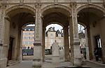 20080108 - France - Aquitaine - Pau<br /> VUES DEPUIS LE CHATEAU DE PAU SUR LA VILLE, LE GAVE ET LES PYRENEES.<br /> Ref : PAU_074.jpg - © Philippe Noisette.