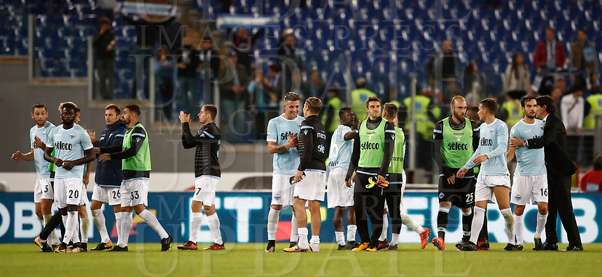 Calcio, Serie A: Roma, stadio Olimpico, 22 ottobre 2017.<br /> Lazio's coach Simone Inzaghi (r) celebrates with Lazio's players after winning 3-0 the Italian Serie A football match between Lazio and Cagliari at Rome's Olympic stadium, October 22, 2017.<br /> UPDATE IMAGES PRESS/Isabella Bonotto