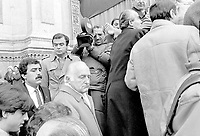 27 dicembre 1984, Piazza Maggiore a Bologna: funerali delle vittime della strage del Rapido 904 nota come strage di Natale. Oscar Luigi Scalfaro, ministro degli Interni.<br /> December 27, 1984, Piazza Maggiore in Bologna: funeral of the victims of the Rapido 904 massacre known as Christmas massacre.  Oscar Luigi Scalfaro, Interior Minister.
