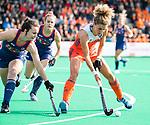 ROTTERDAM - Maria Verschoor (Ned)  met Ali Froede (USA)    tijdens de Pro League hockeywedstrijd dames, Nederland-USA  (7-1) .  COPYRIGHT  KOEN SUYK
