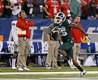 Michigan State Spartans wide receiver Keith Mumphery (25) runs past the Ohio State sideline on his way to a touchdown during the first half of the Big Ten Championship football game at Lucas Oil Stadium in Indianapolis on Friday, December 7, 2013. (Columbus Dispatch photo by Jonathan Quilter)