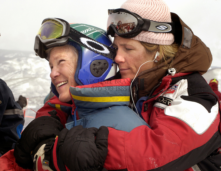 65-year-old ski racer Lilla Gidlow, of Lake Minnetonka, MN, receives a pre-race hug from her daughter Karen Kuzminskas. Michael Brands for The New York Times.