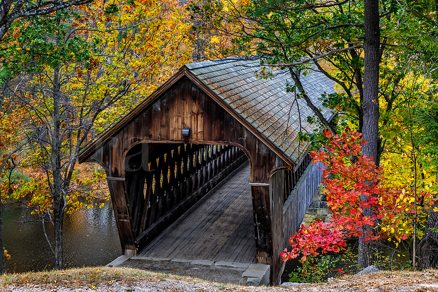 New England College Covered Bridge, Henniker, New Hampshire, USA.