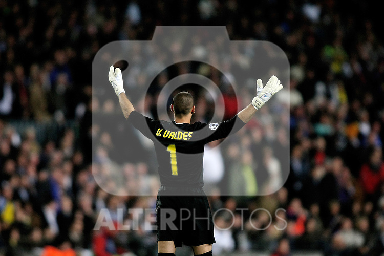 FC Barcelona's Victor Valdes during the UEFA Champions League match.April 28 2009. (ALTERPHOTOS/Acero).