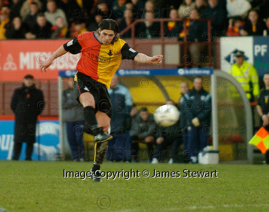 29/01/2005  Copyright Pic : James Stewart.File Name : jspa02_partick v raith.ANDY ROSS SORES PARTICK'S FIRST GOAL.....Payments to :.James Stewart Photo Agency 19 Carronlea Drive, Falkirk. FK2 8DN      Vat Reg No. 607 6932 25.Office     : +44 (0)1324 570906     .Mobile   : +44 (0)7721 416997.Fax         : +44 (0)1324 570906.E-mail  :  jim@jspa.co.uk.If you require further information then contact Jim Stewart on any of the numbers above.........A