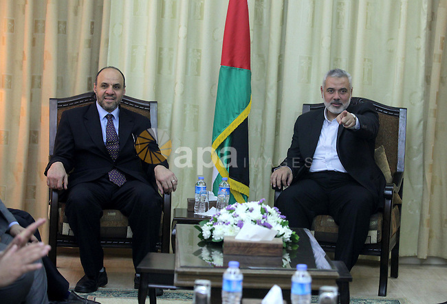 Palestinian Prime Minister in Gaza strip Ismail Haniyeh meets with the delegation of Egyptian doctors, in Gaza city on May 05, 2013. Photo by Ashraf Amra