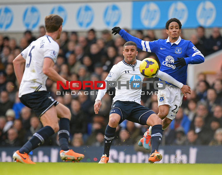 Tottenham Hotspur's Kyle Walker and Everton's Steven Pienaar   09/02/2014 - SPORT - FOOTBALL - London - White Hart Lane - Tottenham Hotspur v Everton - Barclays Premier League<br /> Foto nph / Meredith<br /> <br /> ***** OUT OF UK *****