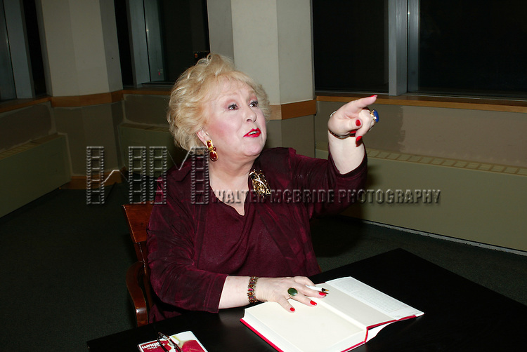 DORIS ROBERTS <br /> ( Signing Autographs )<br /> Promoting her new book, ARE YOU HUNGRY, DEAR ?<br /> at a book signing held at Barnes &amp; Noble,<br /> New York City.<br /> April 14, 2003