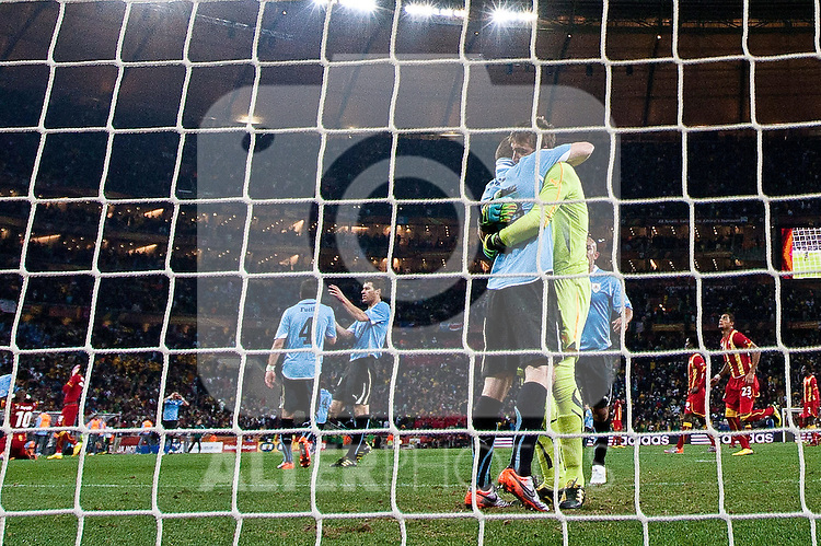 02.07.2010, Soccer City Stadium, Johannesburg, RSA, FIFA WM 2010, Viertelfinale, Uruguay (URU) vs Ghana (GHA) im Bild Diego Perez of Uruguay and Goalkeeper of Uruguay Fernando Muslera celebrate when Asamoah Gyan (3) of Ghana misses a goal at penalty shot in last minute of overtime,  Foto: nph /   Vid Ponikvar, ATTENTION! Slovenia OUT