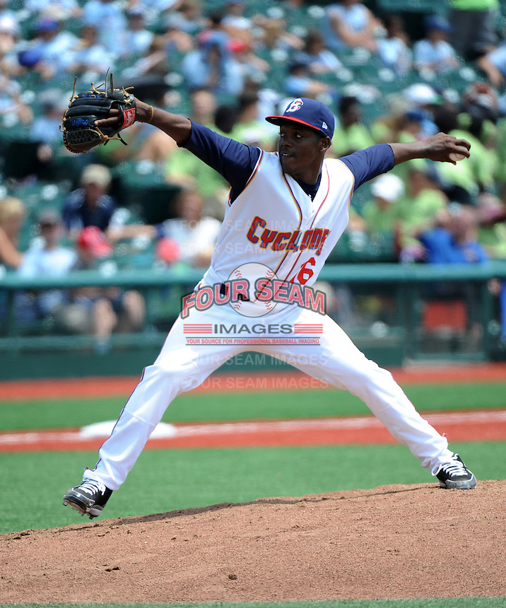 Brooklyn Cyclones pitcher Carlos Valdez (16) during game against the Lowell Spinners at MCU Park on July 9, 2013 in Brooklyn, NY.  Lowell defeated Brooklyn 5-2.  (Tomasso DeRosa/Four Seam Images)