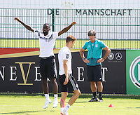 Bundestrainer Joachim Loew (Deutschland Germany) beoabchtet Antonio Rüdiger (Deutschland Germany), Leon Goretzka (Deutschland Germany) - 01.06.2018: Training der Deutschen Nationalmannschaft zur WM-Vorbereitung in der Sportzone Rungg in Eppan/Südtirol