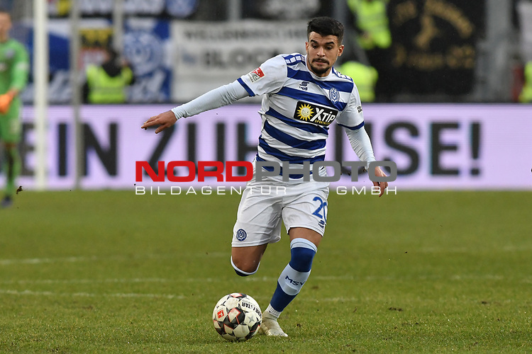02.12.2018, Schauinsland-Reisen-Arena, Duisburg, GER, 2. FBL, MSV Duisburg vs. Holstein Kiel, DFL regulations prohibit any use of photographs as image sequences and/or quasi-video<br /> <br /> im Bild Cauly Oliveira-Souza (#20, MSV Duisburg) Aktion . Einzelbild . Freisteller . mit Ball <br /> <br /> Foto &copy; nordphoto/Mauelshagen