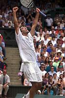 PETE SAMPRAS (USA) MENS SINGLES CHAMPION WIMBLEDON CHAMPIONSHIPS 04/07/99 PHOTO FOTOSPORTS INTERNATIONAL