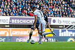 05.10.2019, Benteler Arena, Paderborn, GER, 1.FBL, SC Paderborn 07 vs 1. FSV Mainz 05<br /> <br /> DFL REGULATIONS PROHIBIT ANY USE OF PHOTOGRAPHS AS IMAGE SEQUENCES AND/OR QUASI-VIDEO.<br /> <br /> im Bild / picture shows<br /> Robin Quaison (FSV Mainz 05 #07) setzt sich gegen Sebastian Schonlau (Paderborn #13) durch, <br /> <br /> Foto © nordphoto / Ewert