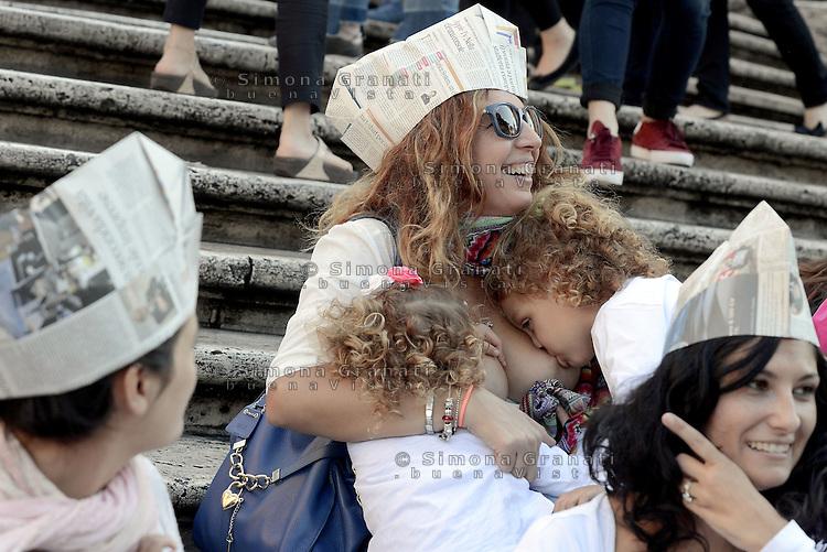 Roma, 3 Ottobre 2015<br /> Mamma allatta contemporaneamente due bambine.<br /> Mamme allattano al seno in un flash mob a Piazza di Spagna durante la settimana mondiale per promuovere e difendere l'allattamento al seno.<br /> Allattamento e lavoro, con cappello da muratore.<br /> L'iniziativa &egrave; promossa da MAMI, Movimento Allattamento Materno Italiano<br /> Flash mob with breastfeeding collective to promote breastfeeding.