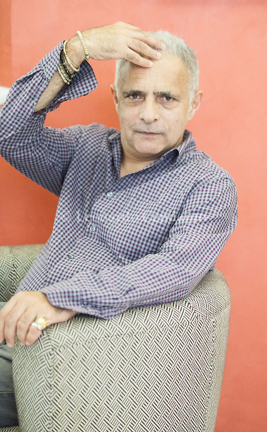 "Hanif Kureishi è un drammaturgo, sceneggiatore, scrittore e saggista britannico. È nato il 5 dicembre 1954 a Londra, da padre pakistano e madre inglese. Hanif Kureishi, CBE (born 5 December 1954) is an English playwright, screenwriter and filmmaker and novelist.[1] In 2008, The Times included Kureishi in their list of ""The 50 greatest British writers. Pordenone, 20 settembre 2014. © Leonardo Cendamo"