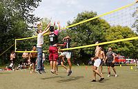 Nederland Amsterdam  2016 07 23.  EuroPride 2016 begint met Roze Zaterdag in het Vondelpark.  Volleybal wedstrijd voor gays.Foto mag niet in negatieve context gebruikt worden.  Foto Berlinda van Dam / Hollandse Hoogte