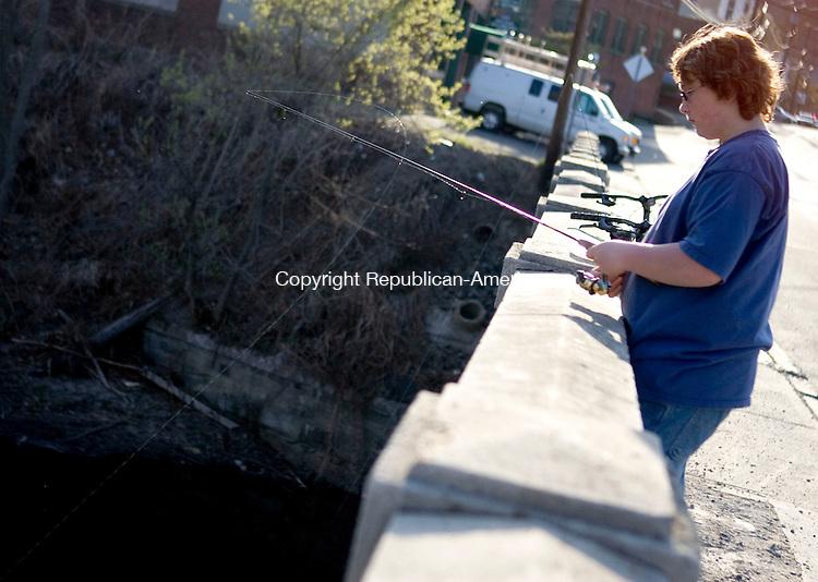 THOMASTON, CT- 21 APRIL 2008- 042108JT03-<br /> Bill Kima, 15, of Thomaston, fishes off a bridge over the Naugatuck River along Waterbury Road in Thomaston on Monday.<br /> Josalee Thrift / Republican-American