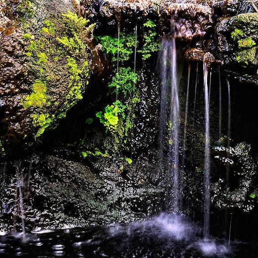 Nini waterfall on Oahu, HI