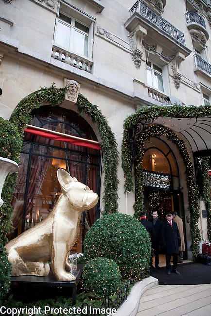 Doggy John XL Sculpture by Marinetti outside Plaza Athenee Hotel in Paris, France