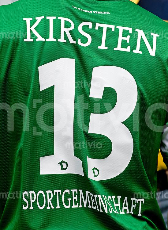Fussball, 2. Bundesliga, Saison 2013/14, SG Dynamo Dresden, Vorstellung der neuen Trikots, Montag (24.06.2013).  Dresdens Torwart Benjamin Kirsten von hinten.