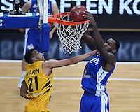 Basketball  1. Bundesliga  2016/2017  Hauptrunde  17. Spieltag  30.12.2016 Walter Tigers Tuebingen - FRAPORT SKYLINERS Frankfurt Dunking; Mike Morrison (re, Frankfurt) gegen Mauricio Marin (li, Tigers)