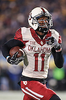 Morgantown, WV - November 19, 2016: Oklahoma Sooners wide receiver Dede Westbrook (11) catches a pass for a touchdown during game between Oklahoma and WVU at  Mountaineer Field at Milan Puskar Stadium in Morgantown, WV.  (Photo by Elliott Brown/Media Images International)