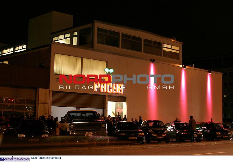 Ausenansicht mit Neon-Schriftzug und Logo (zwei Kirschen) des Clubs PACHA an der Nordkanalstrasse 46 in Hamburg.<br /> Foto &copy; nordphoto / Volker Sarbach<br />  *** Local Caption *** Foto ist honorarpflichtig! zzgl. gesetzl. MwSt.<br />  Belegexemplar erforderlich<br /> Adresse: nordphoto<br /> Georg-Reinke-Strasse 1<br /> 49377 Vechta