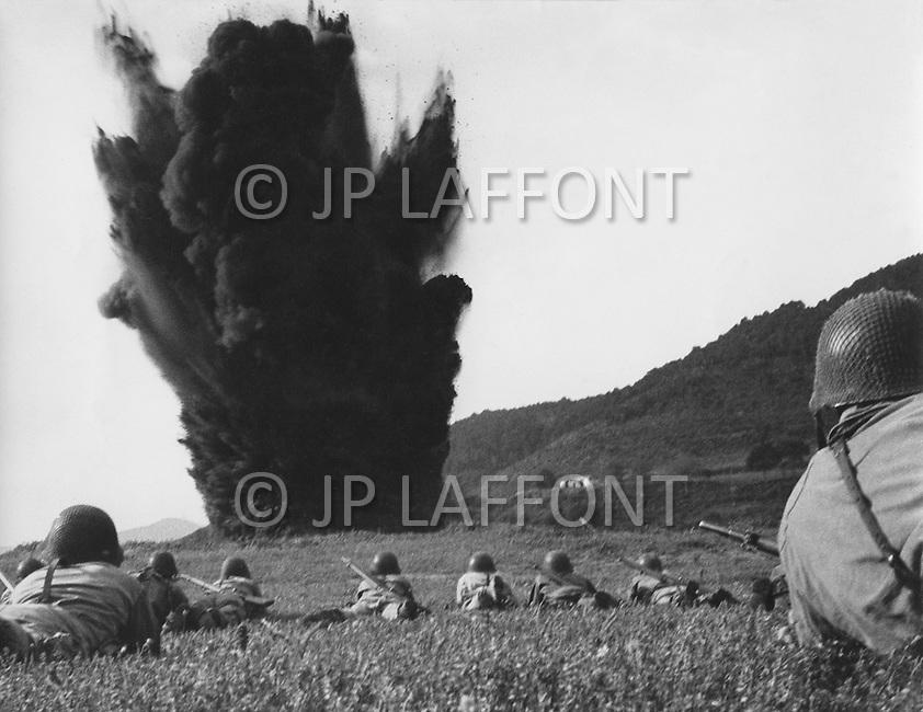 Ecole Militaire d'Infanterie de Cherchell, Algérie, August 1960. EOR (Eleves Officiers de Reserves) Excercise bomb explosion at close range.
