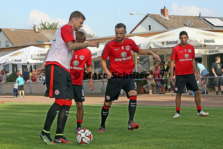 Marco Russ, Takashi Inui, Haris Seferovic, Carlos Zambrano beim Aufwärmen - VfB Unterliederbach vs. Eintracht Frankfurt
