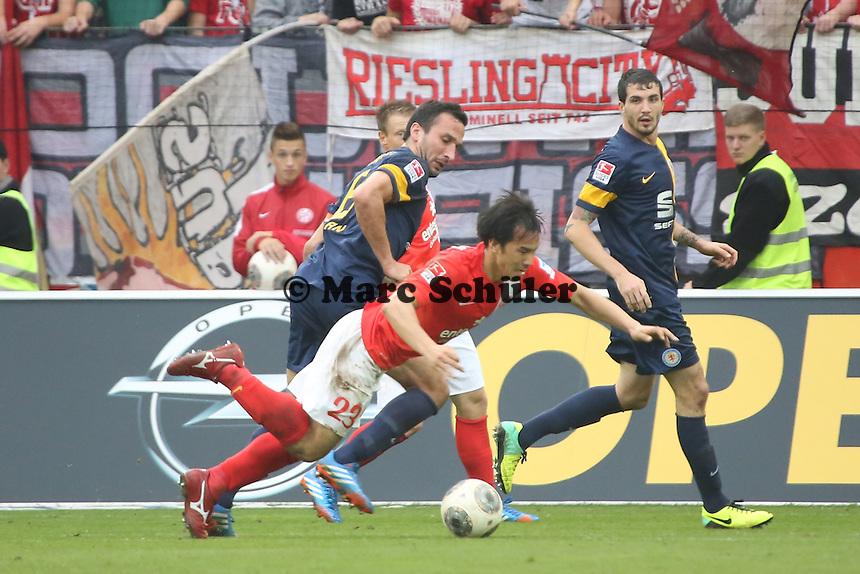 Shinji Okazaki (Mainz) gegen Deniz Dogan (Braunschweig) - 1. FSV Mainz 05 vs. Eintracht Braunschweig, Coface Arena, 10. Spieltag