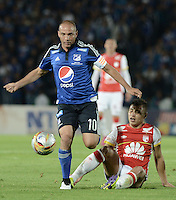 BOGOTA - COLOMBIA -14 -03-2015: Mayer Candelo (Izq) jugador de Millonarios disputa el balón con Juan D Roa (Der) jugador de Independiente Santa Fe durante partido por la fecha 10 de la Liga Águila I 2015 jugado en el estadio Nemesio Camacho El Campín de la ciudad de Bogotá./ Mayer Candelo (L) player of Millonarios fights for the ball with Juan D Roa (R) player of Independiente Santa Fe during the match for the 10th date of the Aguila League I 2015 played at Nemesio Camacho El Campin stadium in Bogotá city. Photo: VizzorImage / Gabriel Aponte / Staff.