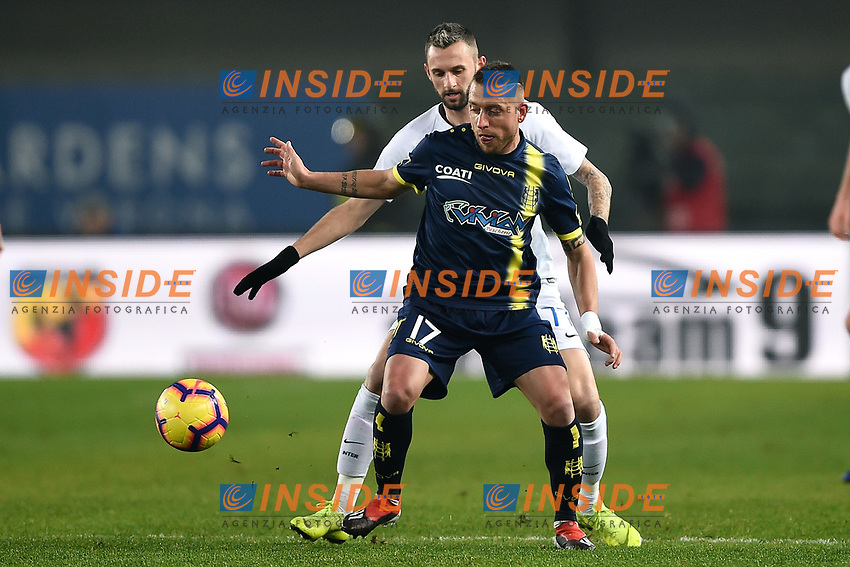 Emanuele Giaccherini of AC Chievo Verona and Milan Skriniar of Internazionale compete for the ball during the Serie A 2018/2019 football match between Chievo Verona and Inter at stadio Bentegodi, Verona, December 22, 2018 <br />  Foto Daniele Buffa / Image Sport / Insidefoto