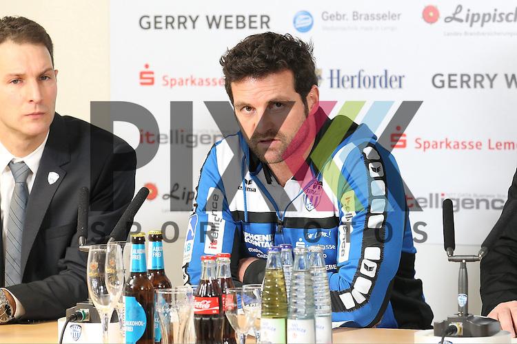 TBV Lemgos Trainer Florian Kehrmann  im Spiel des, TBV Lemgo - Frisch Auf Goeppingen.<br /> <br /> Foto &copy; PIX-Sportfotos *** Foto ist honorarpflichtig! *** Auf Anfrage in hoeherer Qualitaet/Aufloesung. Belegexemplar erbeten. Veroeffentlichung ausschliesslich fuer journalistisch-publizistische Zwecke. For editorial use only.