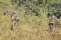 Roma, 25 agosto 2008.Lungotevere Testaccio.Soldati della Folgore pattugliano gli argini del Tevere