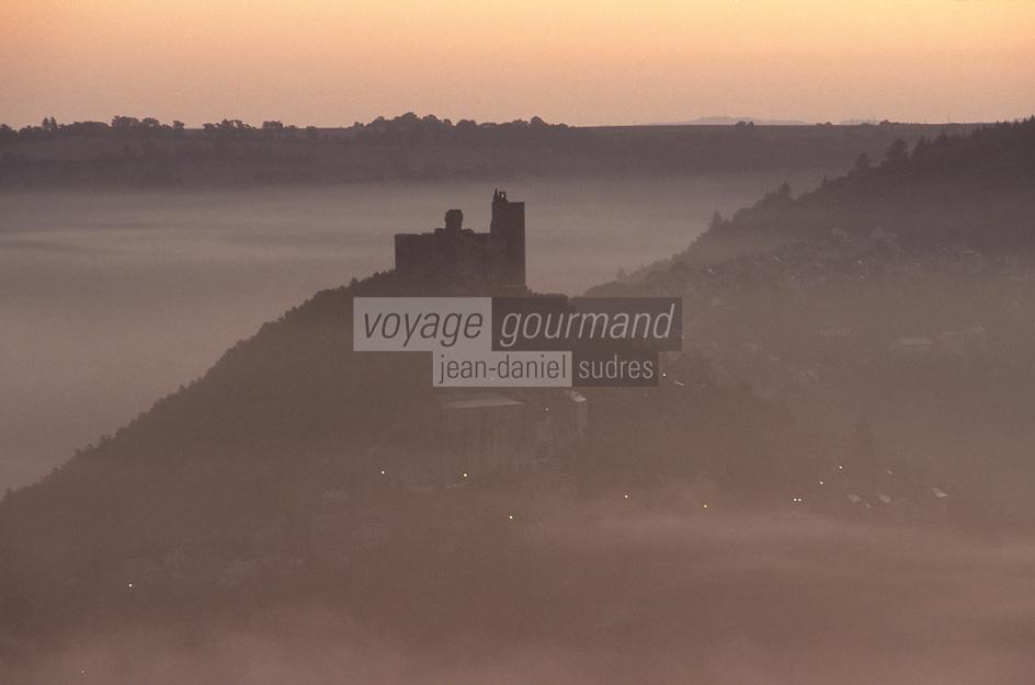 Europe/France/Auvergne/12/Aveyron/Najac: La forteresse royale à l'aube (XIIIème)