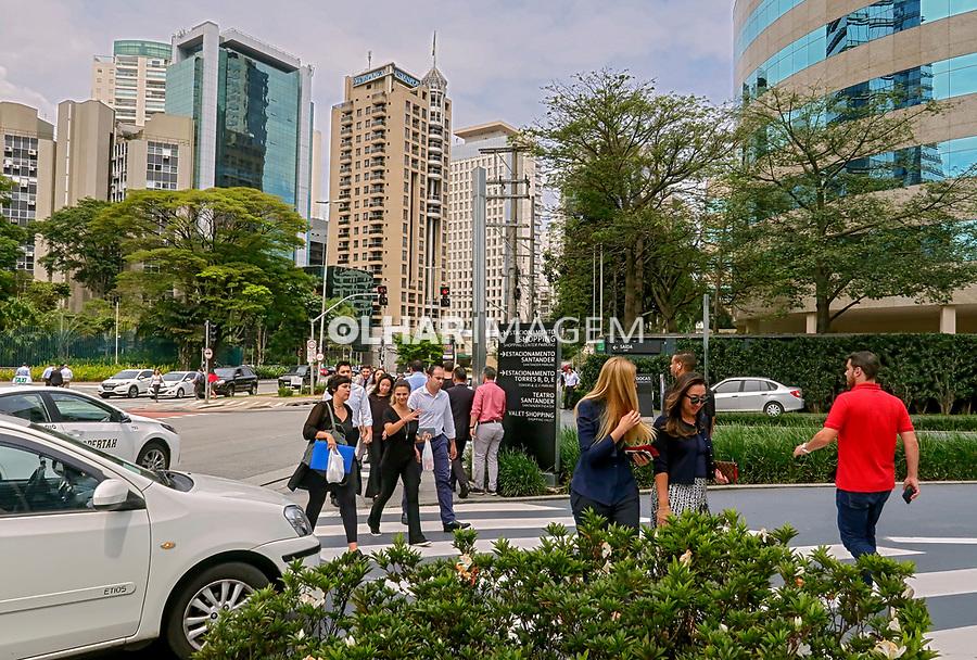 Avenida Chedid Jafet, Bairro Vila Olimpia, Sao Paulo. 2018. Foto de Juca Martins.