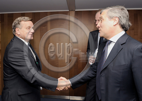 Brussels-Belgium - 12 November 2008---Antonio TAJANI (ri), Vicepresident of the European Commission and in charge of Transport, receives Hartmut MEHDORN (le), CEO of Deutsche Bahn AG---Photo: Horst Wagner / eup-images