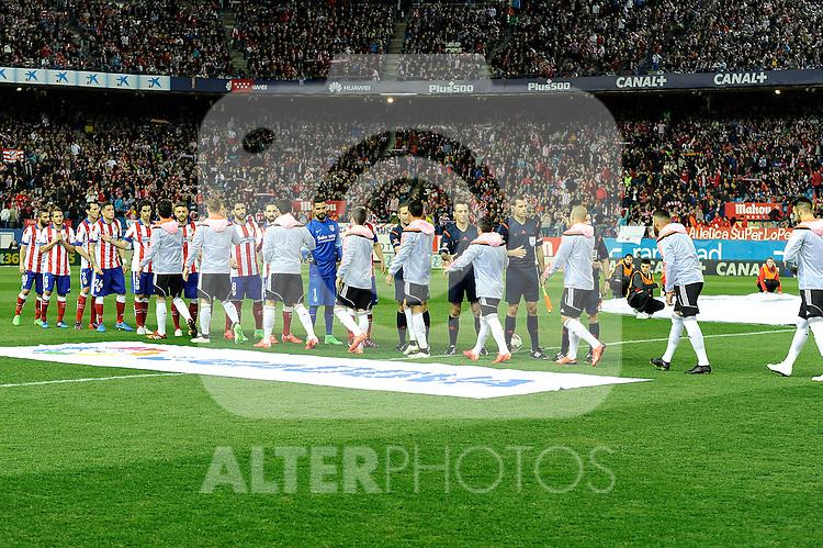 Atletico de Madrid´s players greet Valencia CF´s players during 2014-15 La Liga match between Atletico de Madrid and Valencia CF at Vicente Calderon stadium in Madrid, Spain. March 08, 2015. (ALTERPHOTOS/Luis Fernandez)