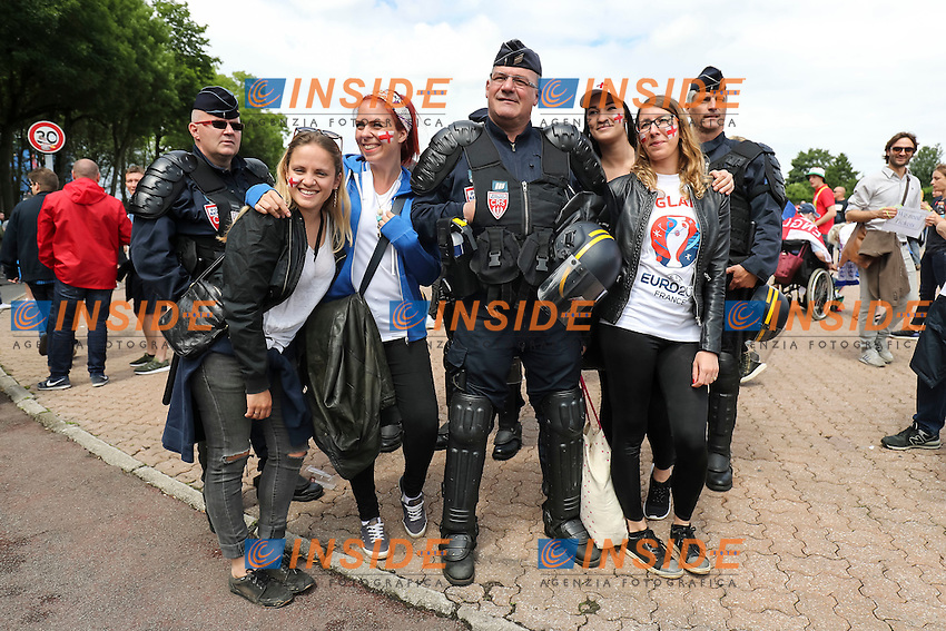Fans with police before <br /> Lens 16-06-2016 Stade Bollaert-Delelis Footballl Euro2016 England - Wales / Inghilterra - Galles Group Stage Group B. Foto Daniel Chesterton / PHC / Panoramic / Insidefoto