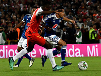 BOGOTÁ - COLOMBIA, 15-01-2019: Carlos Arboleda (Izq.) jugador de Independiente Santa Fe disputa el balón con Santiago Montoya (Der.) jugador de Millonarios, durante partido Independiente Santa Fe y Millonarios, por el Torneo Fox Sports 2019, jugado en el estadio Nemesio Camacho El Campin de la ciudad de Bogotá. / Carlos Arboleda (L) player of Independiente Santa Fe vies for the ball with Santiago Montoya (R) player of Millonarios  during a match between Independiente Santa Fe and Millonarios, for the Fox Sports Tournament 2019, played at the Nemesio Camacho El Campin stadium in the city of Bogota. Photo: VizzorImage / Luis Ramírez / Staff.