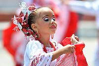 BARRANQUILLA-COLOMBIA- 03-03-2014: La tradición y la fantasía del Carnaval esta asegurada con los niños de los semilleros de los distintos grupos del Carnaval de Barranquilla que desfile tras desfile muestran su energía y contagian de alegría a los asistentes./  The tradition and the fantasy of the carnival is safe with children of seedlings of different groups of Barranquilla Carnival that parade after parade show their energy and spread joy to the audience. Photo: VizzorImage / Alfonso Cervantes / STR