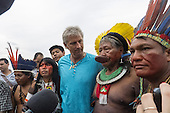 Aerial artist John Quigley and Kayapo Chief Raoni at the human banner on Flamengo Beach, assembled to protest against the construction of hydroelectric dams in Brazil. United Nations Conference on Sustainable Development (Rio+20), Rio de Janeiro, Brazil, 18th June 2012. Photo © Patrick Cunningham.